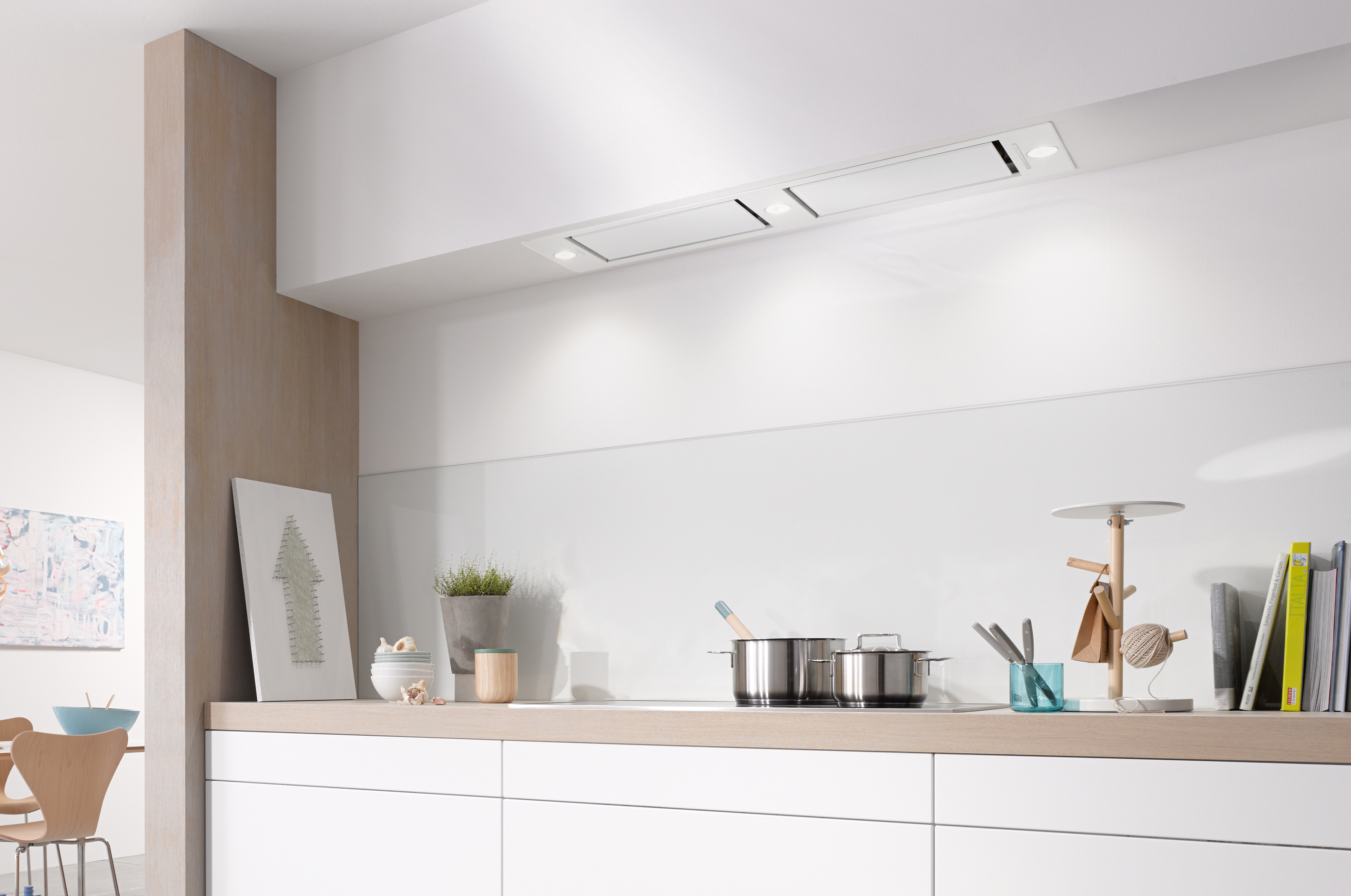 Integrated extractor fan kitchen